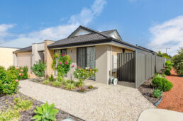 1 Topiary Avenue, PIARA WATERS  WA  6112